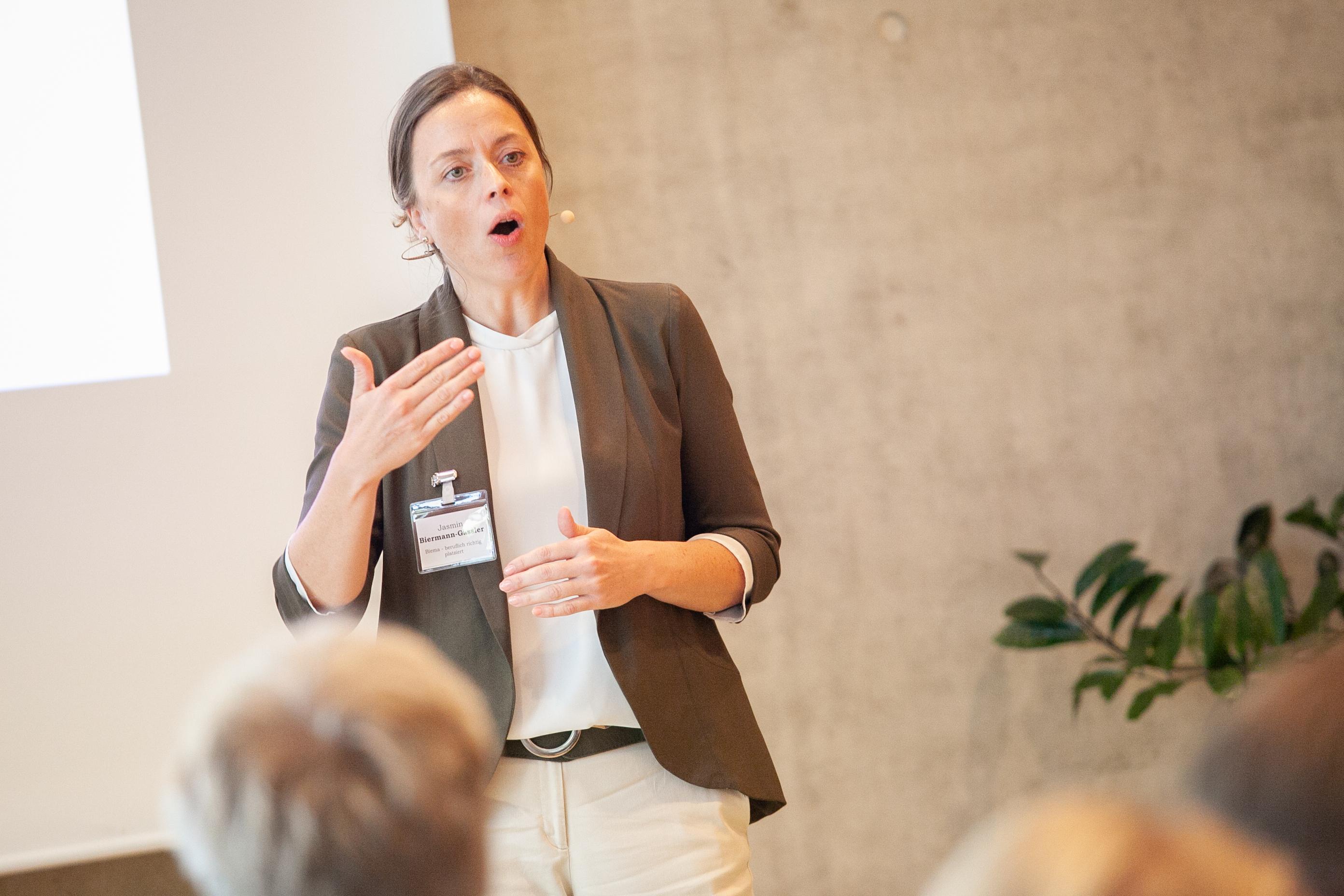 Moderatorin Jasmin Biermann-Gässler