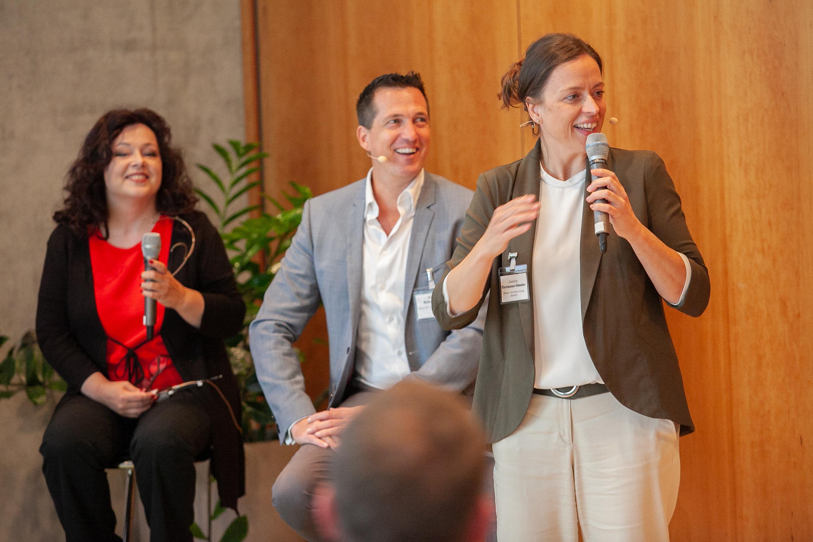 Diskussionsrunde moderiert von Jasmin Biermann-Gässler
